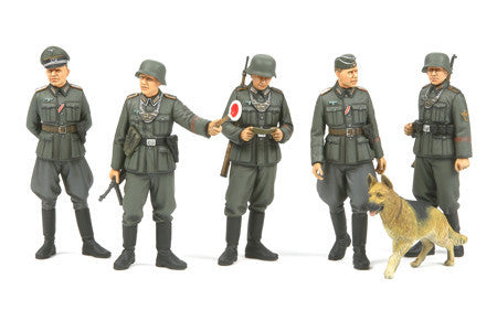 Tamiya Military 1/35 WWII German Field Police (5 w/Dog) Kit