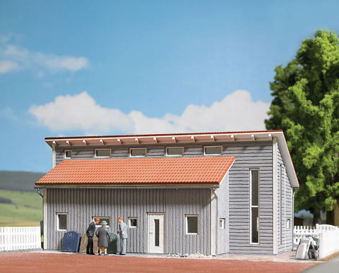 Busch HO Commercial Building/Workshop Kit