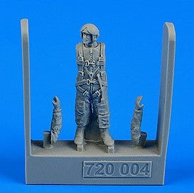 Aerobonus Details 1/72 Soviet Navy Air Force Pilot (AV-MF) 1975-83 (Standing) Kit