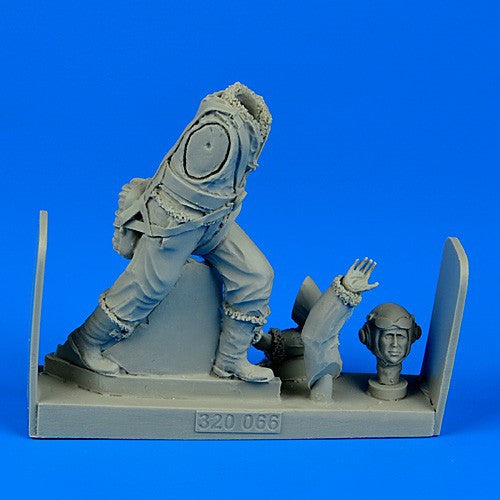 Aerobonus Details 1/32 WWII RAF Fighter Pilot (Standing as Pushing) Kit