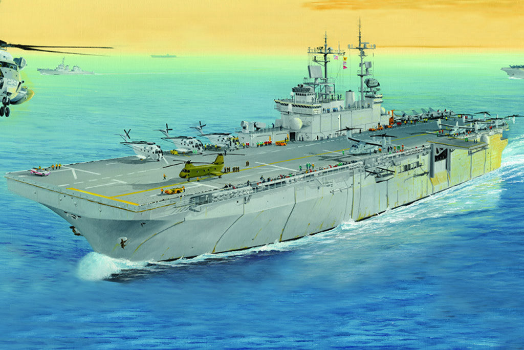 Hobby Boss Model Ships 1/700 USS Wasp LHD-1 Kit