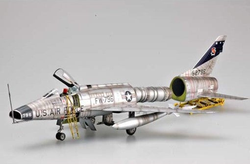 Trumpeter Aircraft 1/32 F100D Super Sabre Attack Fighter Kit