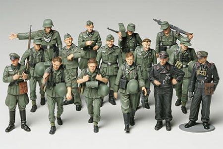 Tamiya Military 1/48 WWII German Infantry on Manuevers (15 Figures) Kit