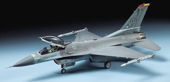 Tamiya Aircraft 1/72 F16 CJ Block 50 Fighting Falcon Fighter Kit