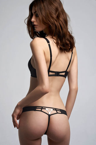 Triangle Black 4cm Thong