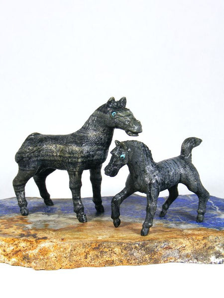 Serpentine  Horse Family Zuni Fetish by Travis Lasiloo - PuebloDirect.com - 1