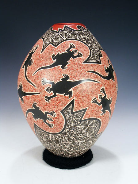 Mata Ortiz Hand Coiled Etched Gecko Pottery