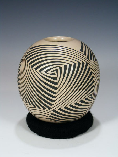 Mata Ortiz Hand Coiled Painted Eye Dazzler Pottery