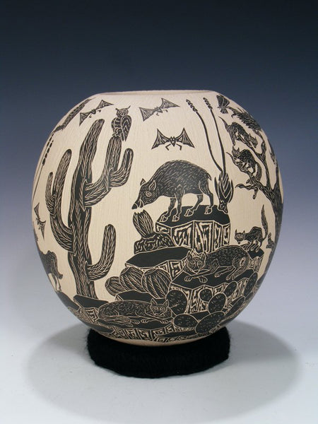 Mata Ortiz Hand Coiled Etched Wildlife Pottery