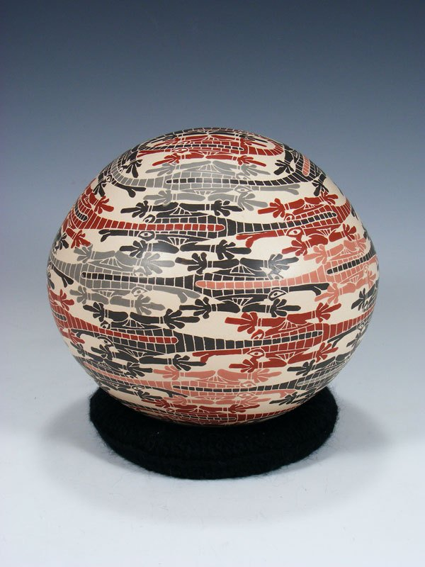 Mata Ortiz Hand Coiled Etched Lizard Pottery