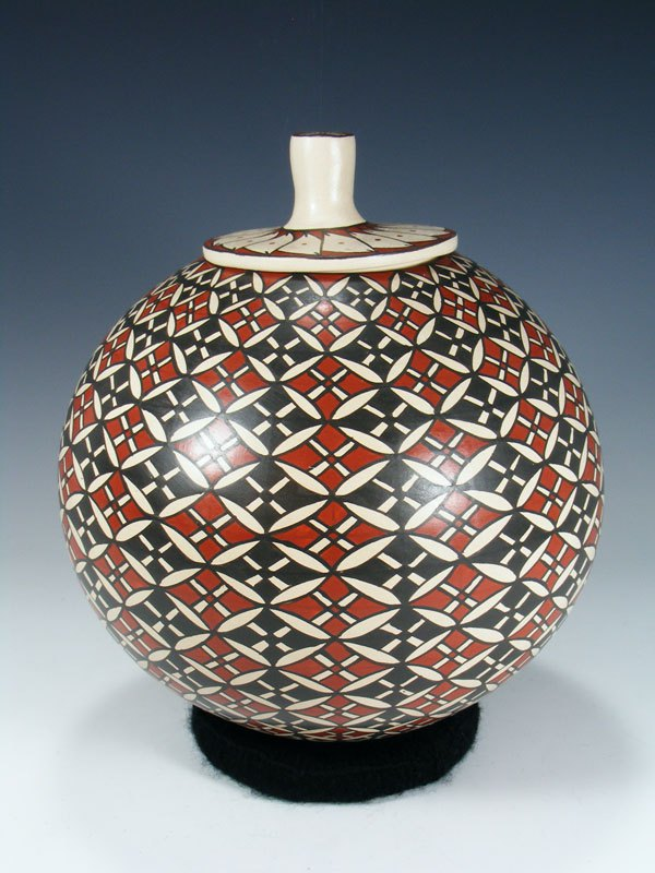 Mata Ortiz Hand Coiled Paquime Pottery with Lid