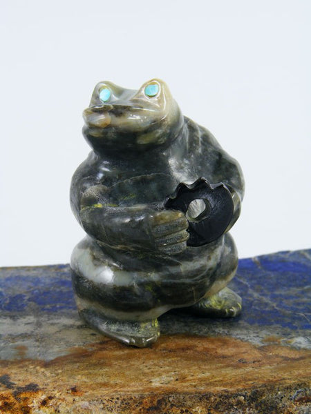 Serpentine Frog Zuni Fetish Carving