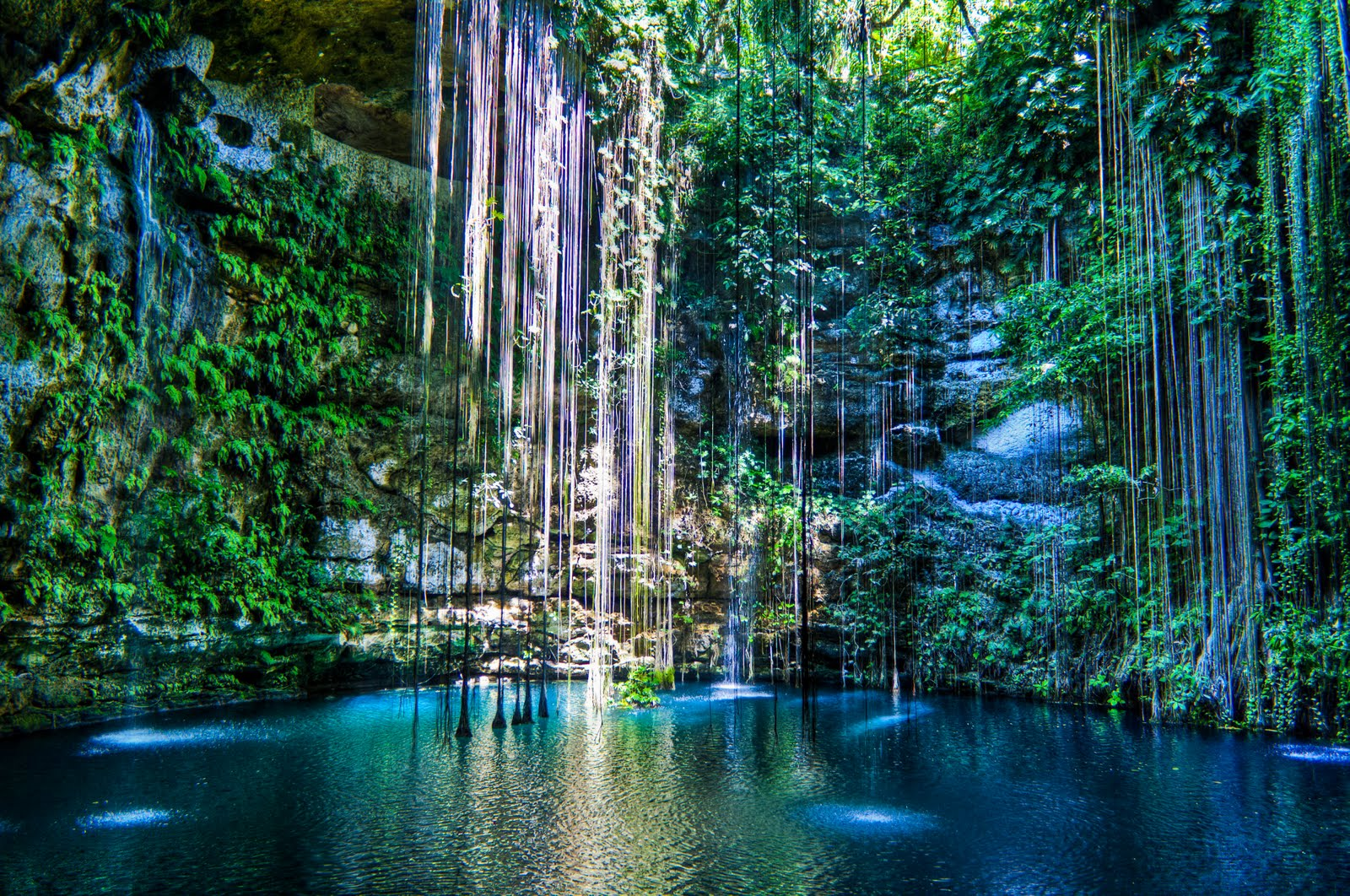 Cenote Ik Kil in the Yucatán Peninsula, Mexico