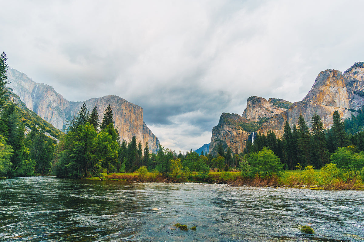 John Muir Trail in Yosemite Valley in California
