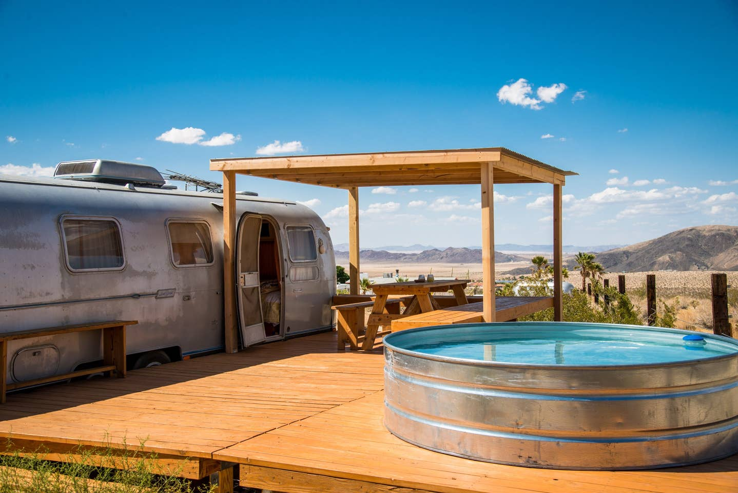 The Land Yacht in Joshua Tree - Airbnb