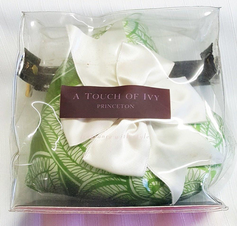A Touch of Ivy Heart on a String Sachet, Choice of Color (White Bow)