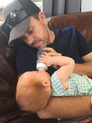 A father feeds his baby with a Minbie bottle