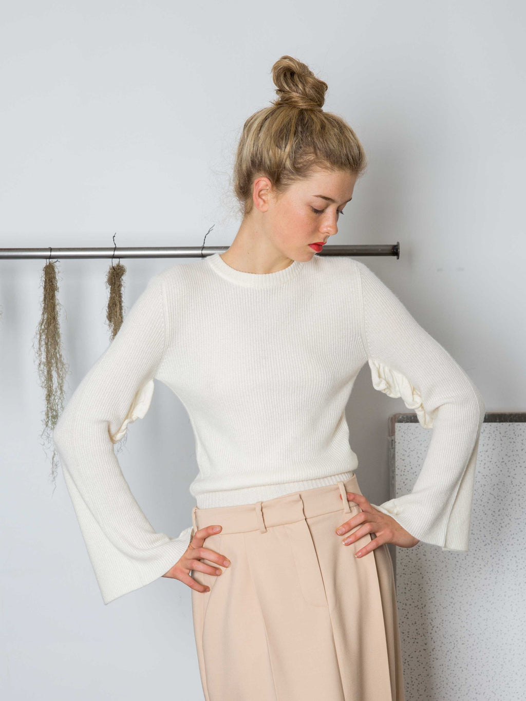 RYAN ROCHE Ruffle Sleeve Cashmere Sweater
