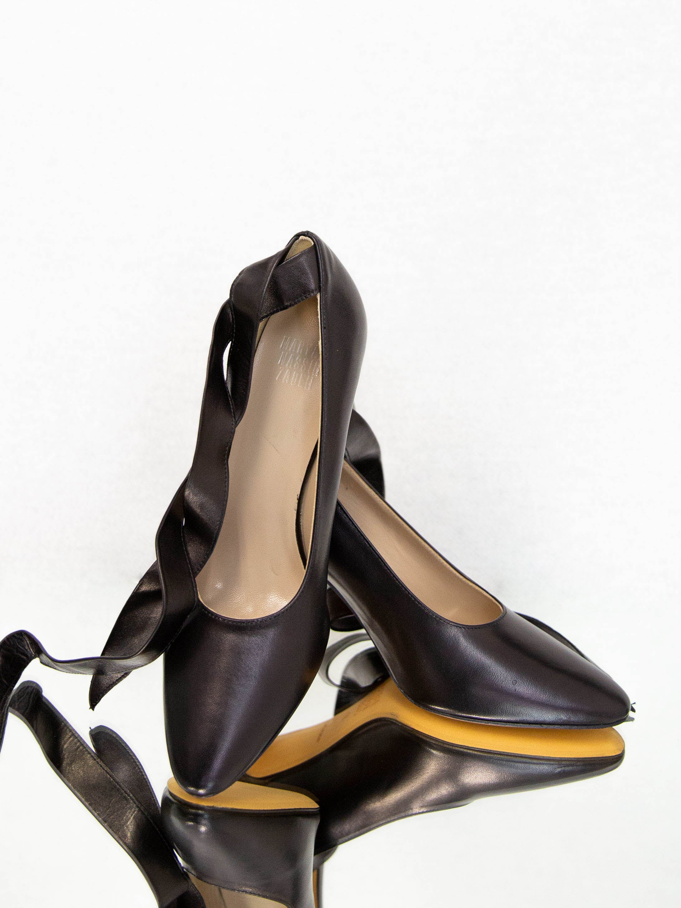 Bertrand Pump with Tie - Black