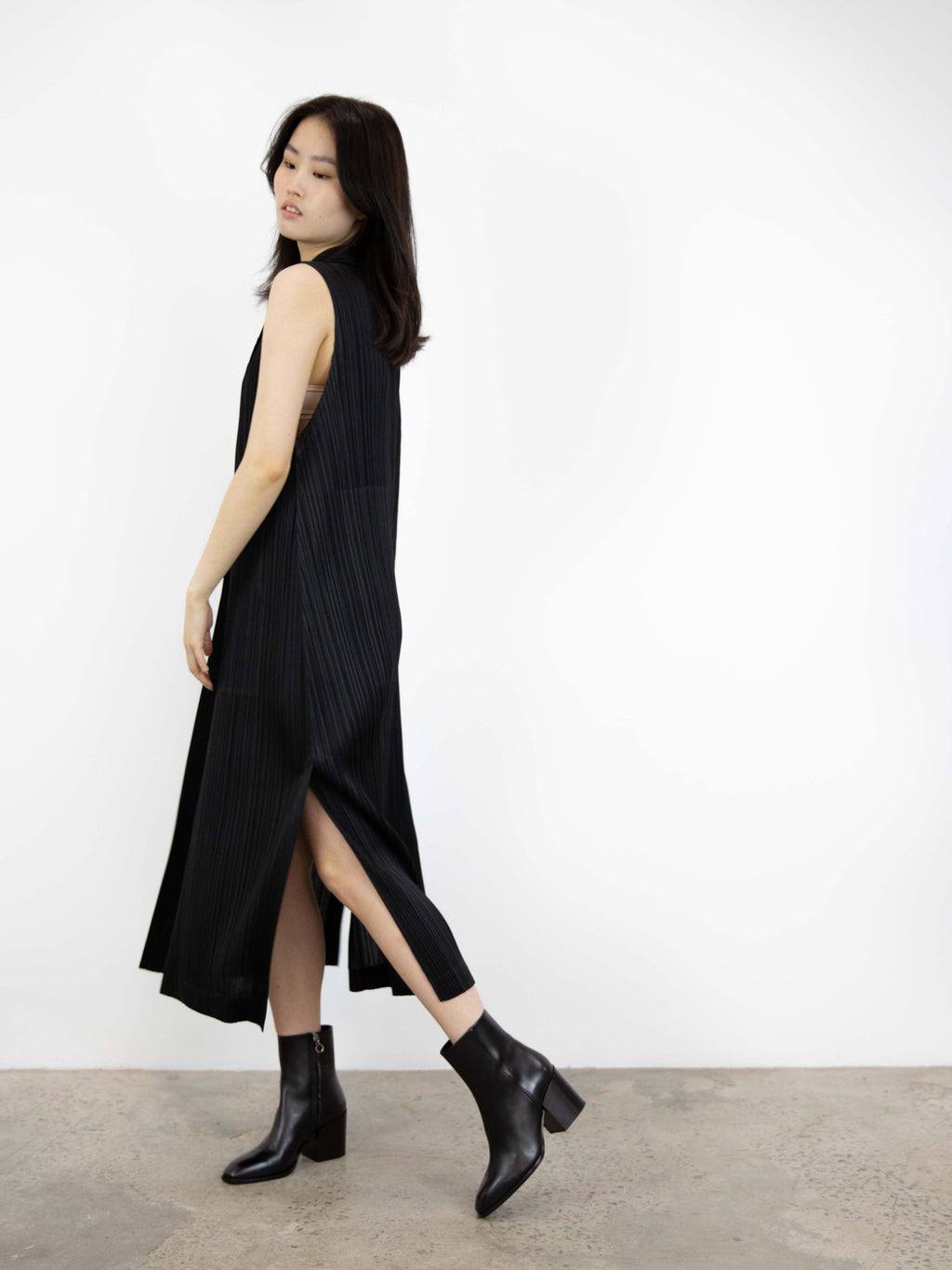 Light Mannish Sleeveless Coat - Black