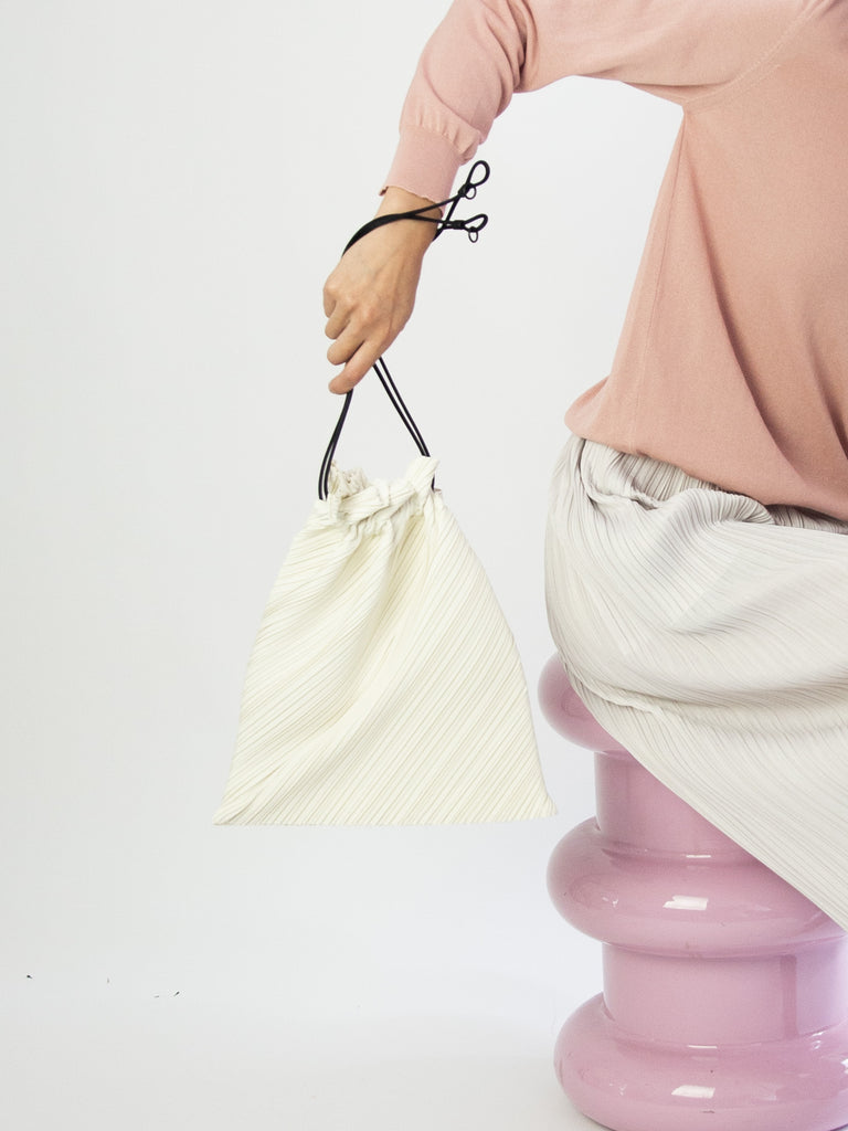 Large Drawstring Pleats Bag - Off White