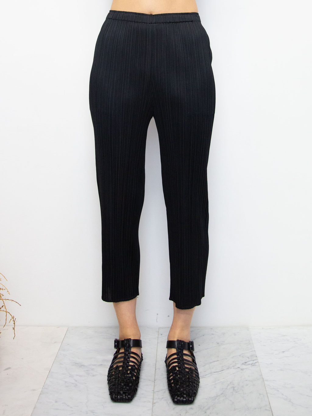 Basics Cropped Pants with Pockets - Black