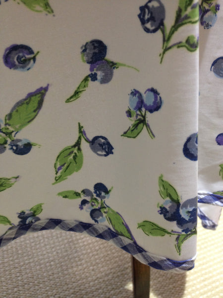 Table Cloth Blueberries in White