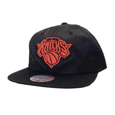 Mitchell & Ness New York Knicks Snapback Hat - Fashion Landmarks