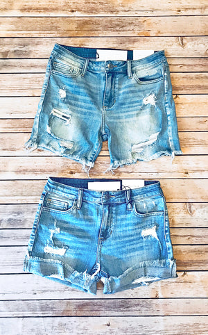 Southern Chic Denim Shorts Light Wash