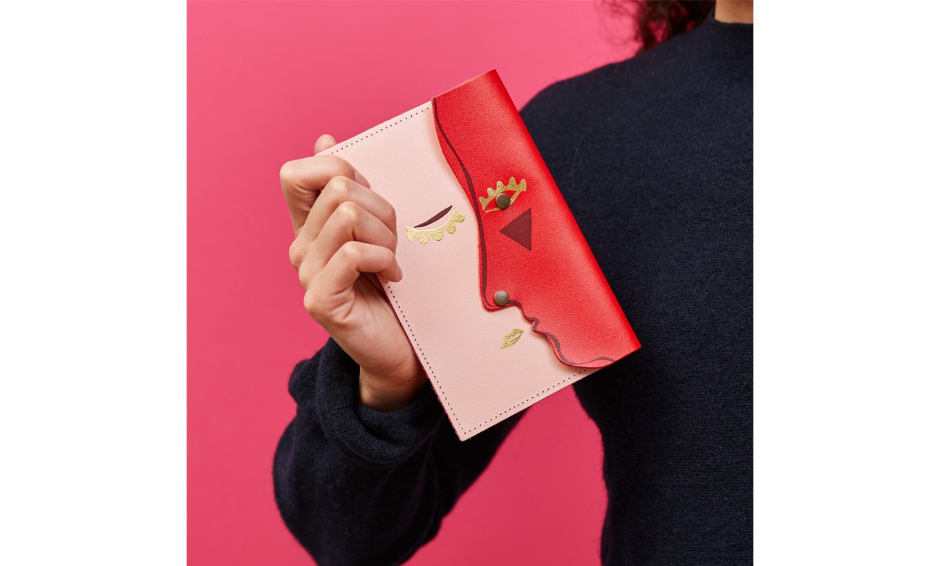 Small Kissing Clutch