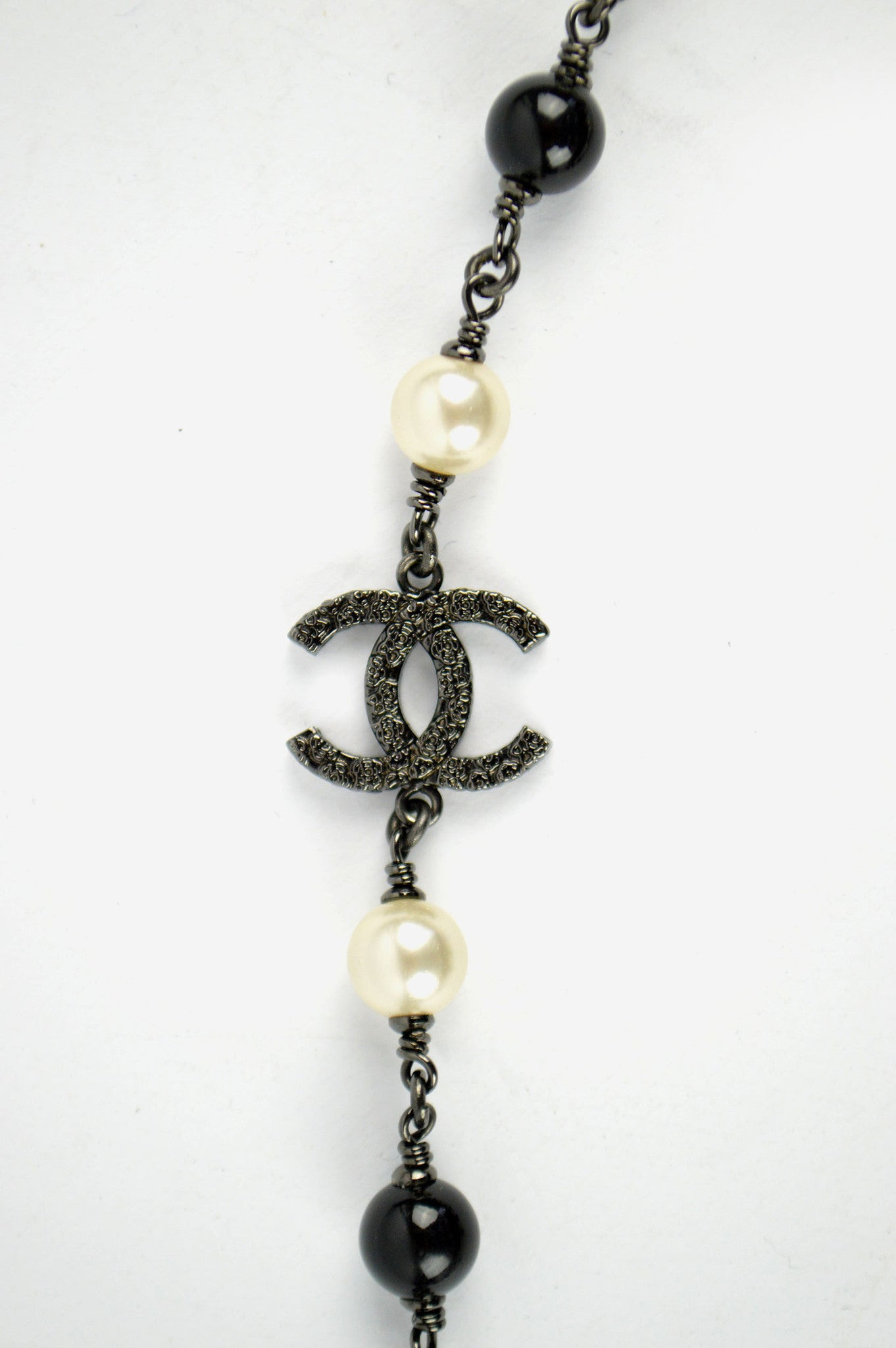 Black & White Pearl Necklace - ON LAYAWAY