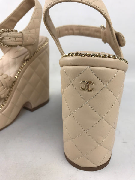 Beige Quilted Leather CC Logo Chain Wedges Weave Open Toe Sandals W/GHW