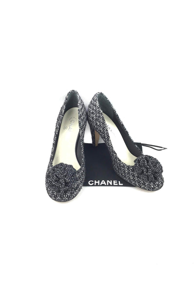 Tweed Black/White W/ Floral Accent On Tip Of Pump