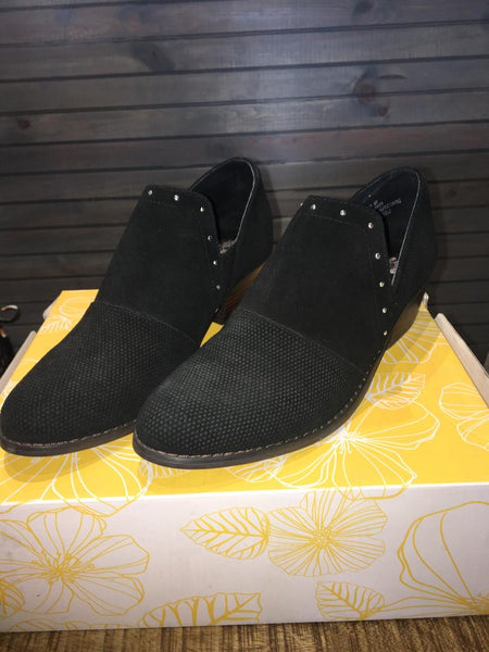 Black Low top Shoes
