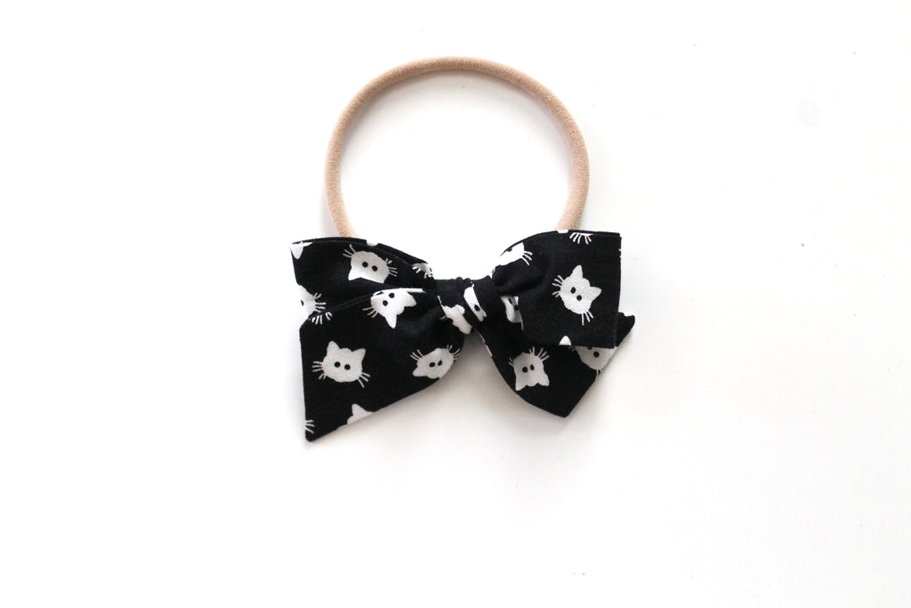 Scaredy Cat in Black - Mini Knot Bow