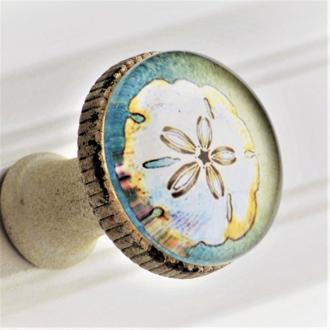 Retro Whitewashed Metal Knob – Sand Dollar
