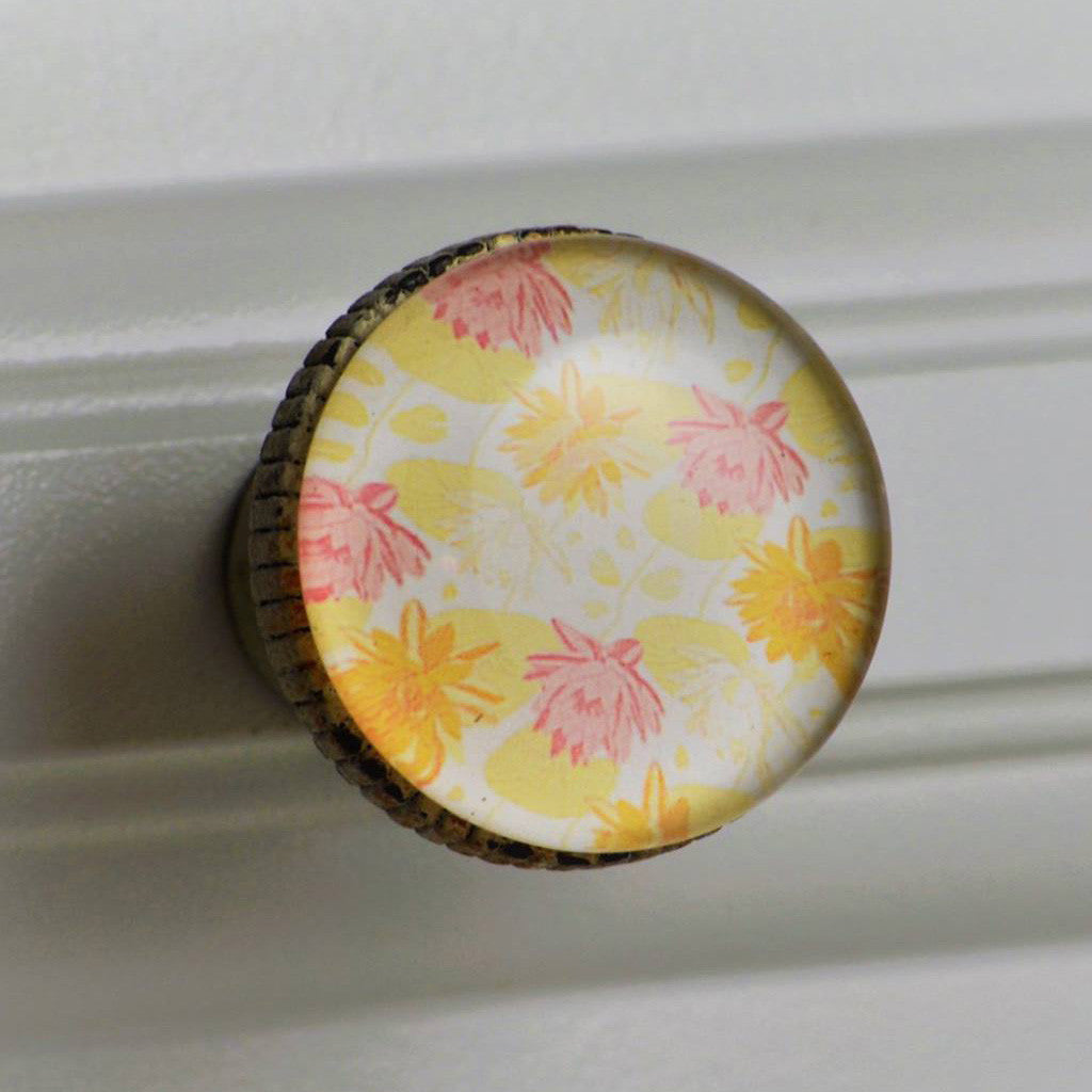 Retro Whitewashed Metal Knob – Lotus