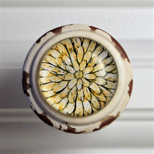Retro Whitewashed Geometric Flower Knob