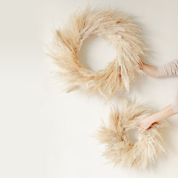 Two sizes of Pampas wreaths