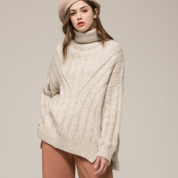 MOON RIVER Lily Oversized Turtleneck