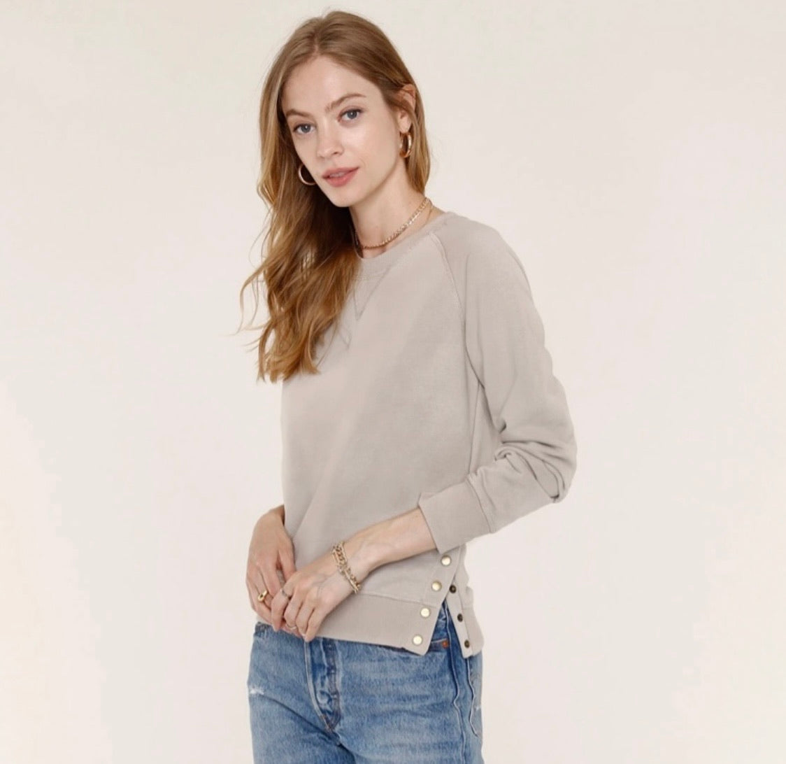HEARTLOOM Byrn Sweatshirt- Putty