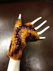 Mary's Fingerless Gloves Pattern by Justine Ozaki