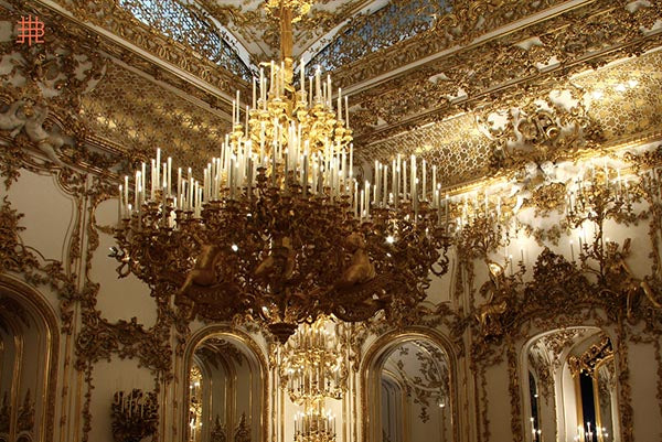 The Art of Handmade Chandeliers: J&L LOBMEYR
