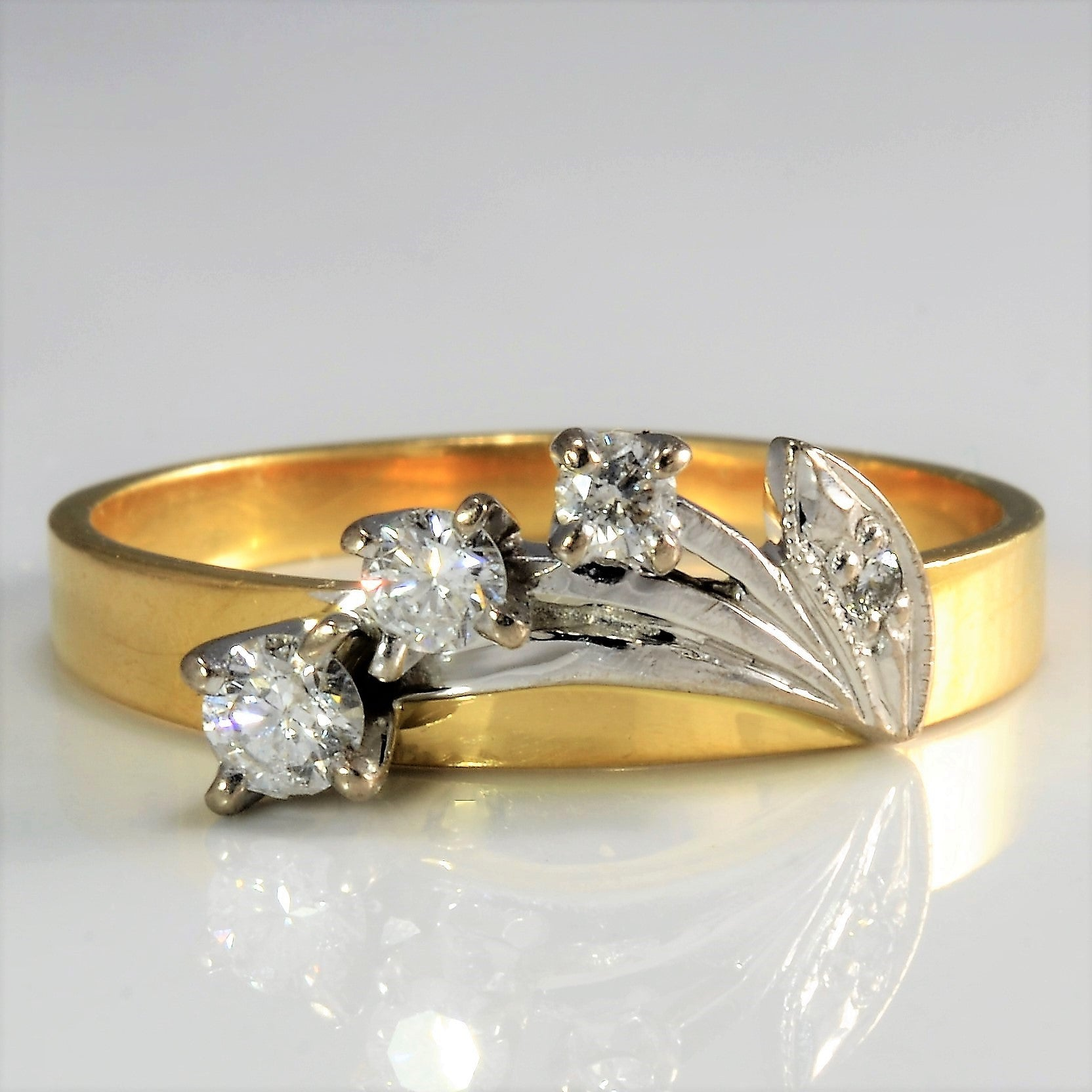 Unique Floral Pattern Diamond Ring | 0.22 ctw, 8.25 |