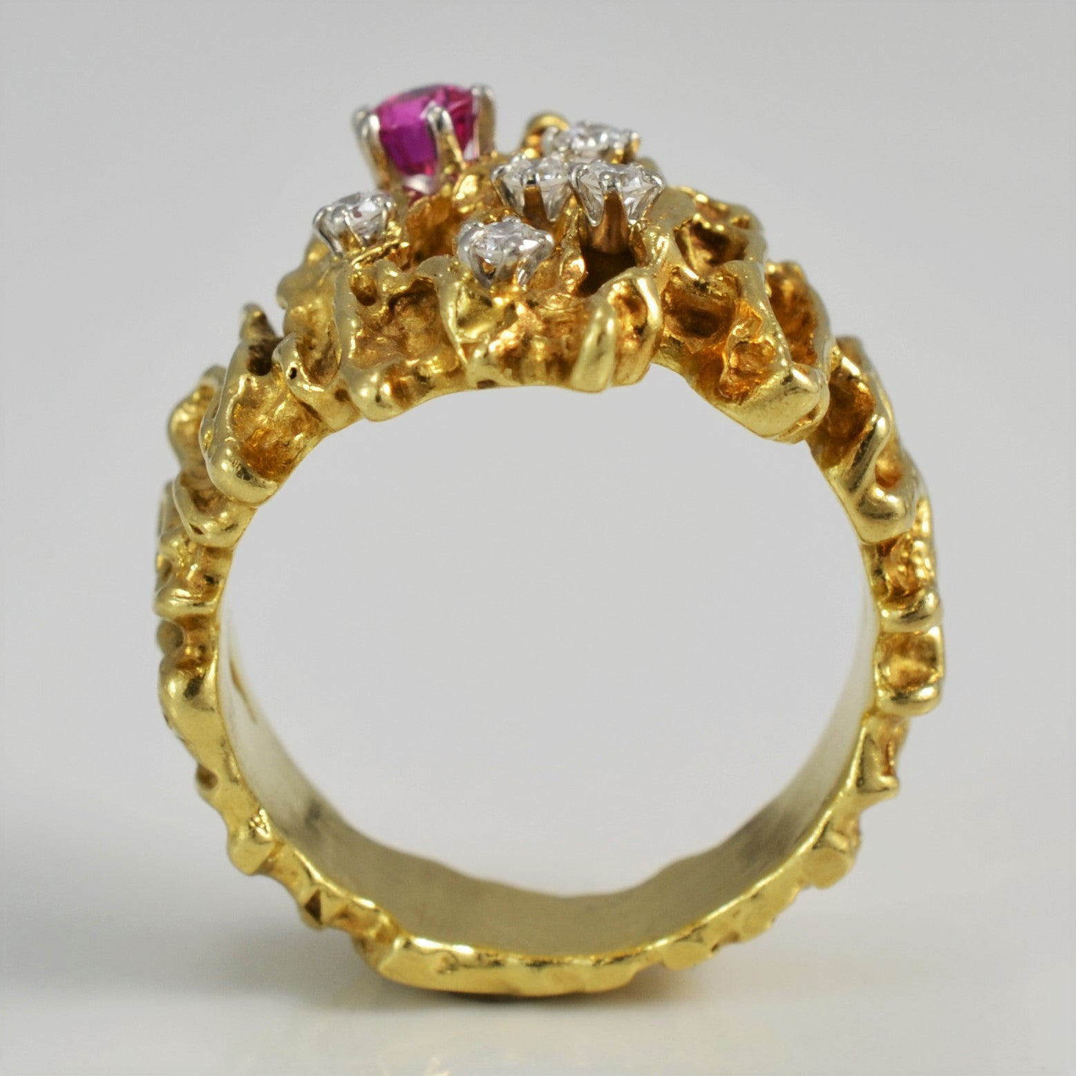 Diamond & Ruby Textured Cocktail Ring | 0.13 ctw, SZ 7 |