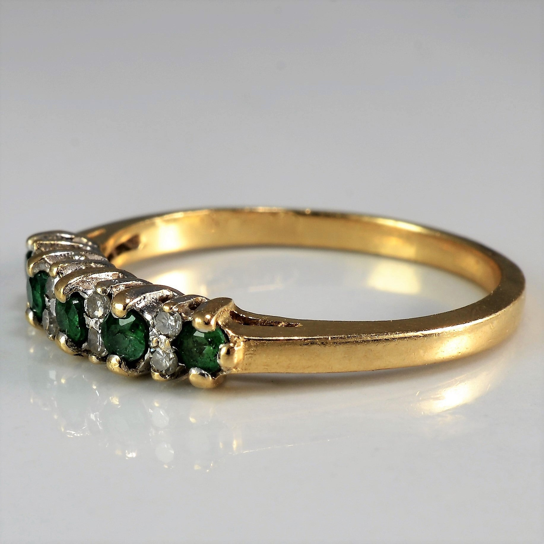 Elegant Emerald & Diamond Ring | 0.08 ctw, SZ 6.25 |