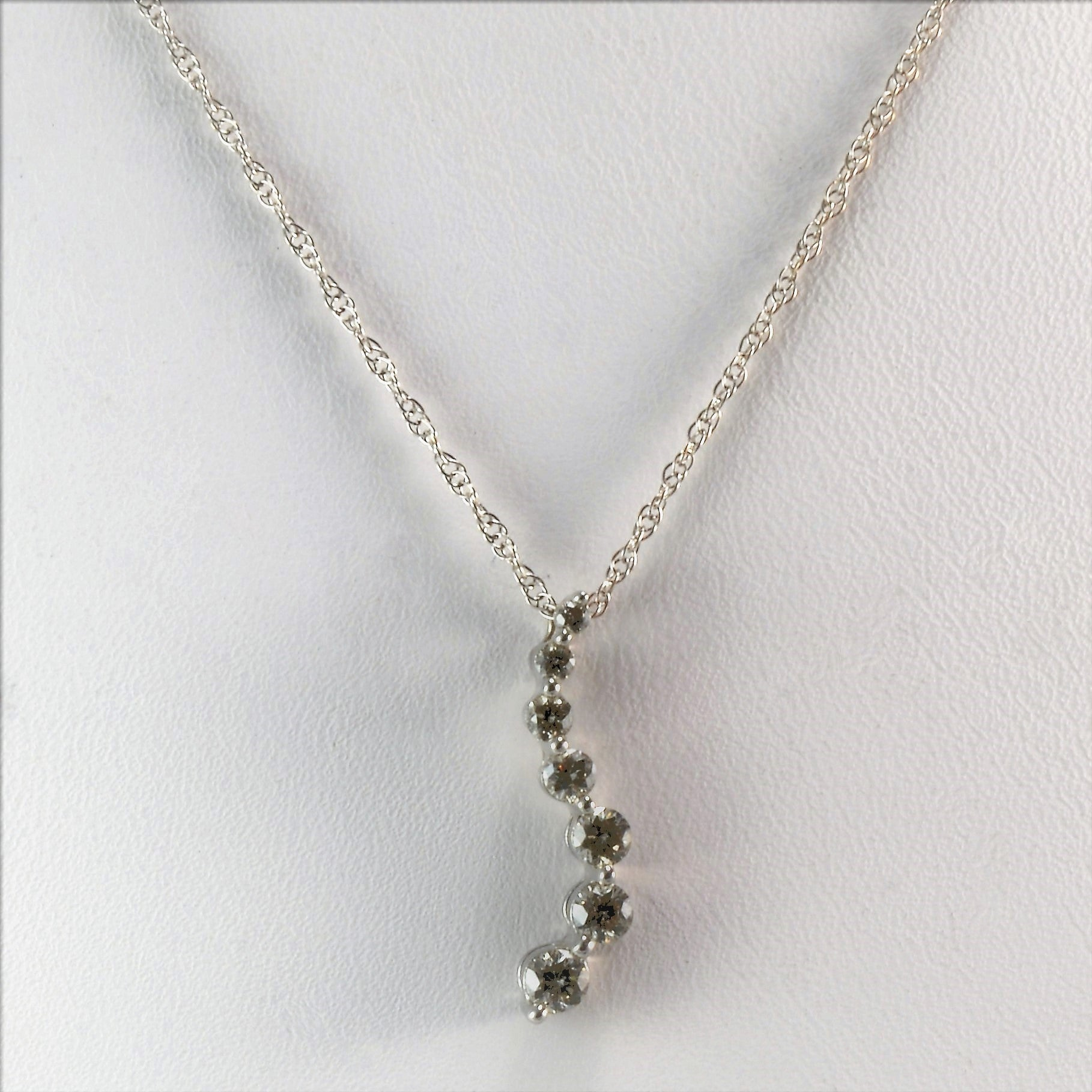 Elegant Diamond Journey Necklace | 0.40 ctw, 18"