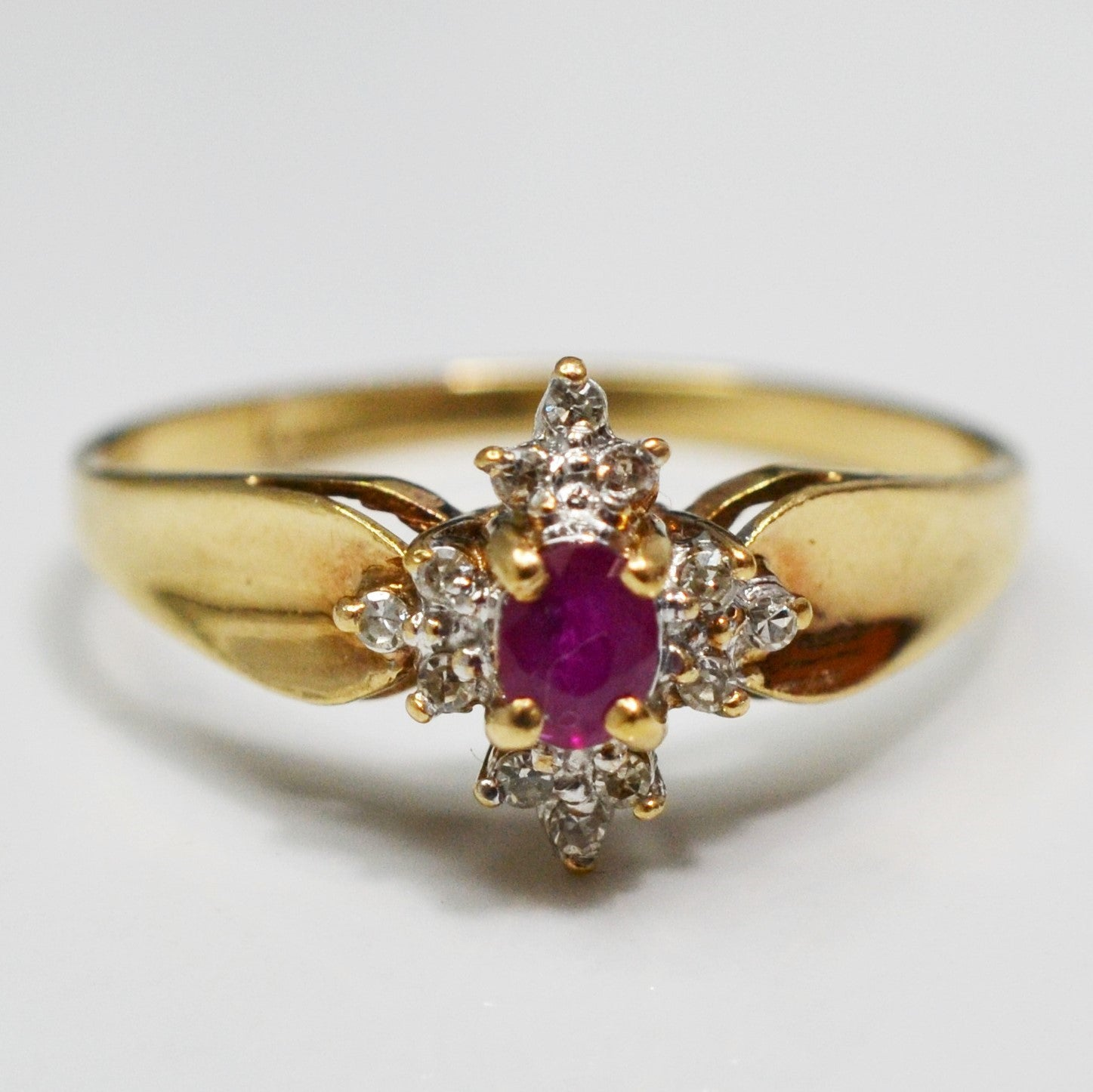 Oval Cut Ruby & Diamond Ring | 0.10 ctw, SZ 8.5 |