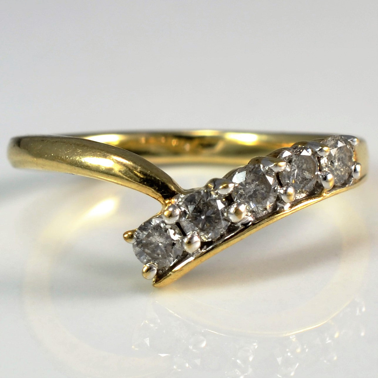 Cascading Diamond Chevron Shaped Band | 0.25 ctw, SZ 5.5 |