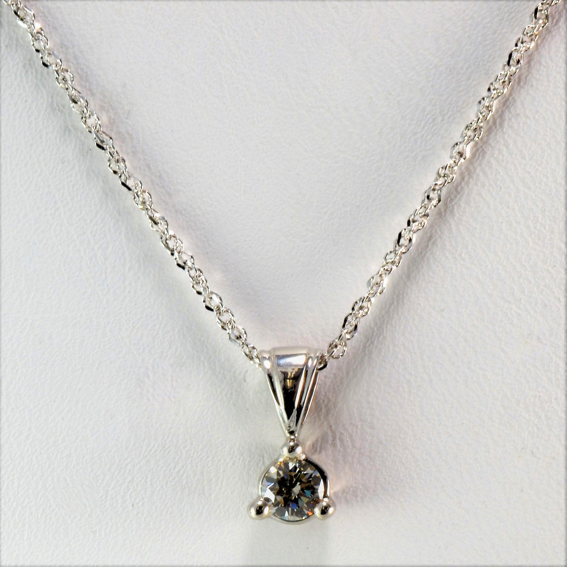 Three Prong Diamond Solitaire Necklace | 0.28 ct, 16"